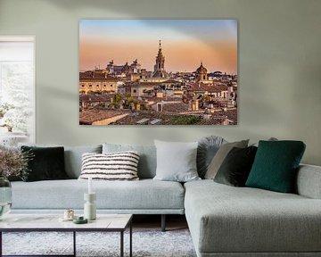 Dromerig uitzicht over de stad Rome tijdens de zonsondergang van Michiel Ton