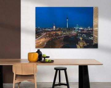 Berlin Skyline im Nikolaiviertel mit Fernsehturm von Jean Claude Castor