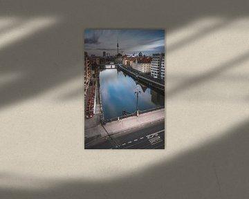 Berlin Schiffbauerdamm mit Spree und Museumsinsel von Jean Claude Castor