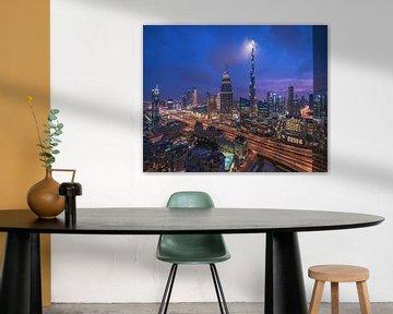 Dubai Skyline Downtown Central Park zur blauen Stunde von Jean Claude Castor