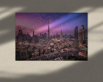 Dubai Downtown Skyline Panorama in de schemering van Jean Claude Castor
