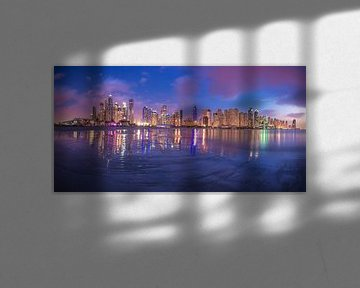 Dubai Marina Panorama Skyline zur blauen Stunde von Jean Claude Castor