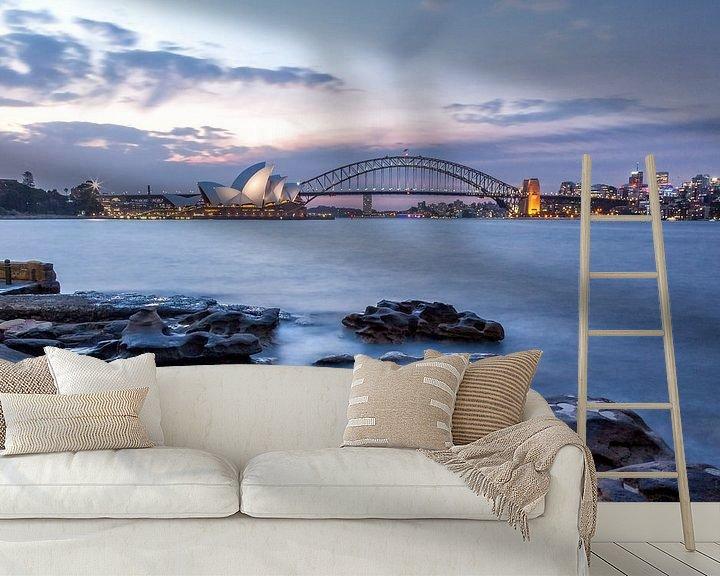 Sfeerimpressie behang: Sydney in de avond van Cor de Bruijn