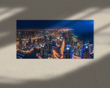 Dubai Marina Skyline Panorama zur Nacht von Jean Claude Castor