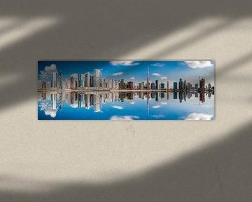 Dubai Business Bay Panorama mit Spiegelung von Jean Claude Castor