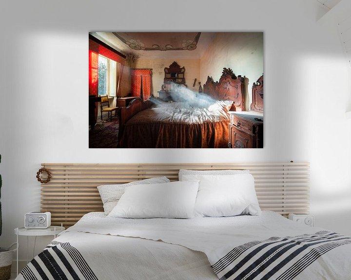 Sfeerimpressie: Verlaten Slaapkamer vol Stof. van Roman Robroek