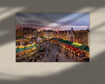 Grote Markt während der Weihnachtszeit in Brügge, Belgien von Nele Mispelon