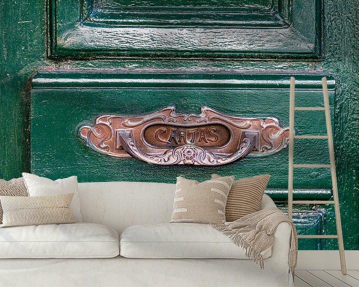 Sfeerimpressie behang: Typisch Spaanse brievenbus op een groene houten deur van Jan van Dasler
