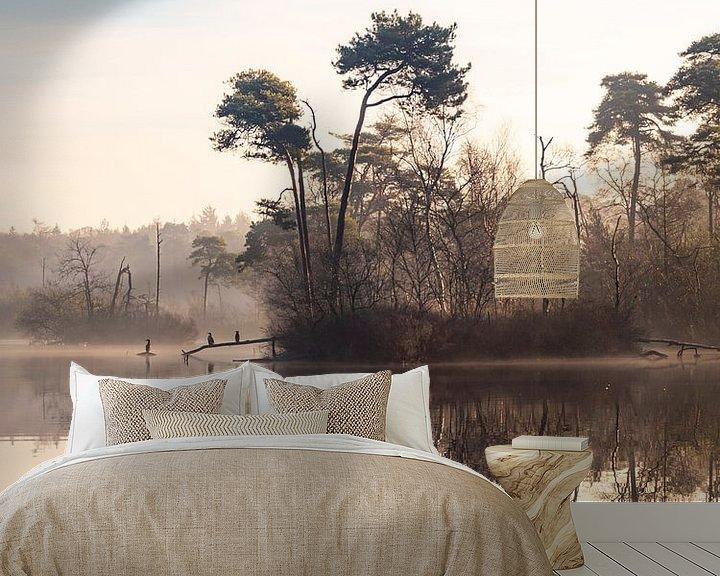 Sfeerimpressie behang: Vogels in de ochtendmist in Oisterwijk van Evelien Oerlemans