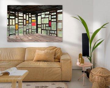 Abstraktes Bild mit Mehrfachbelichtung von Glasfenstern. von Marianne van der Zee