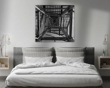 Moderne Metallkonstruktion in schwarz-weiß von Gottfried Carls