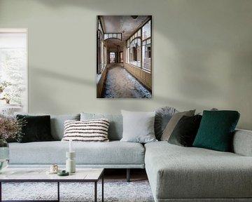 Schöner verlassener Korridor. von Roman Robroek
