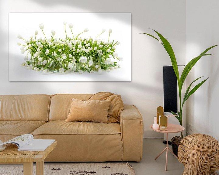 Sfeerimpressie: Tulpen Stilleven Wit van Dirk Verwoerd