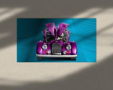 Morgan Plus 8 in roze van aRi F. Huber