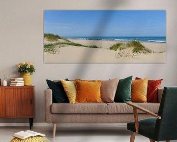 Panoramisch uitzicht op het strand in de zomer aan de Noordzee van Sjoerd van der Wal