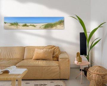 Het Noordzee strand in de zomer bij de Schoorlse Duinen van Sjoerd van der Wal