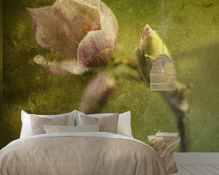 Sfeerimpressie behang: bloeiende magnolia van hanny bosveld