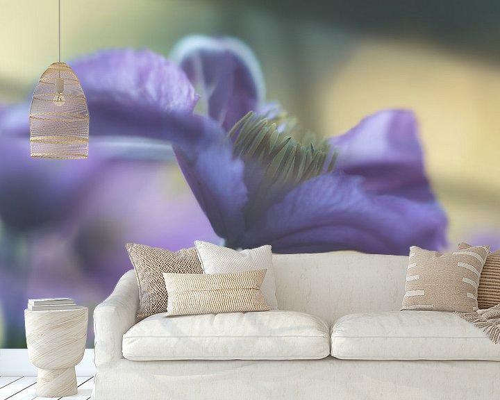 Sfeerimpressie behang: Clematis in bloei van Elly van Veen