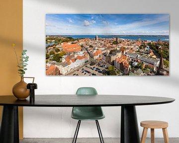 Altstadt von Stralsund und der Strelasund von Werner Dieterich
