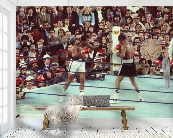 Sfeerimpressie behang: Ali vs Ken Norton kleur van Jaap Ros