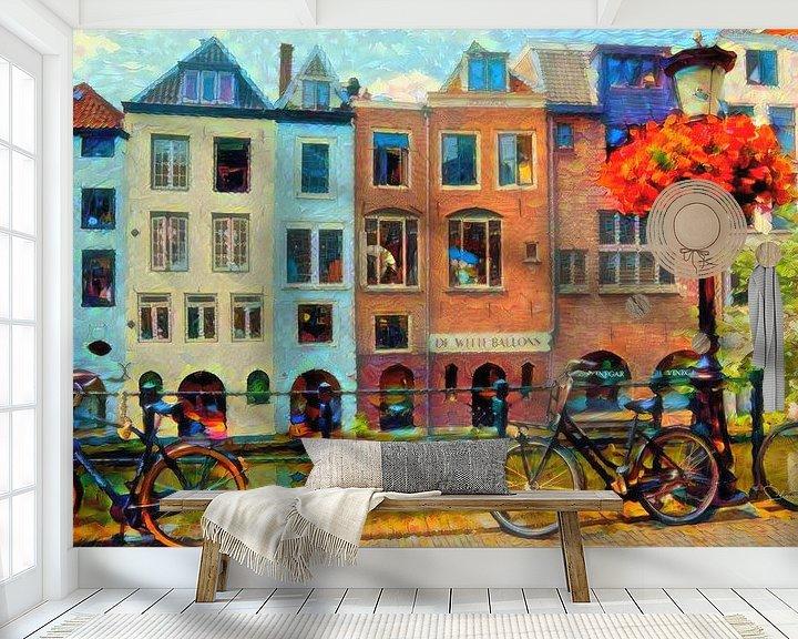 Sfeerimpressie behang: Kleurrijk Schilderij Grachtenpanden Utrecht van Slimme Kunst.nl