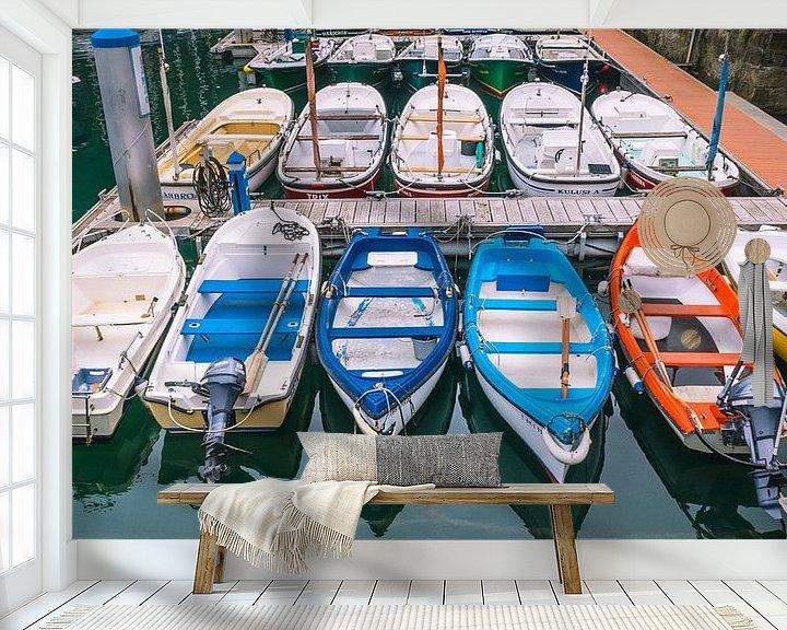 Beispiel fototapete: Hafen in Irun mit farbigen Booten von Martijn Tilroe