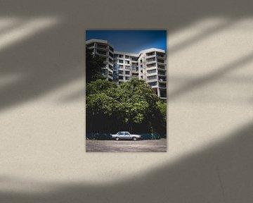 Oldtimer unter Bäumen von Ennio Brehm
