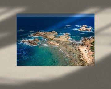 Petite plage sur la côte de la Sardaigne