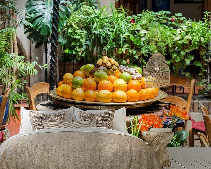 Sfeerimpressie behang: schaal met fruit op een terras in spanje van ChrisWillemsen