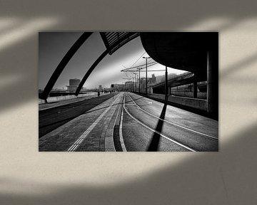 Die Ostseite des Amsterdamer Hauptbahnhofs. von Don Fonzarelli