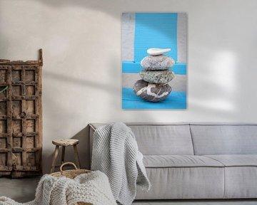 Zen stapel stenen en keien met een oude achtergrond van Trinet Uzun