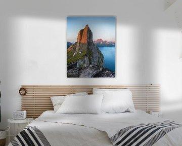 De berg Segla, beschenen door de middernachtzon
