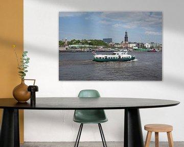 Elbe met havenrondvaartschip en landingsplaats St.-Pauli, windjammer Rickmer Rickmers en Michel, Ham van Torsten Krüger