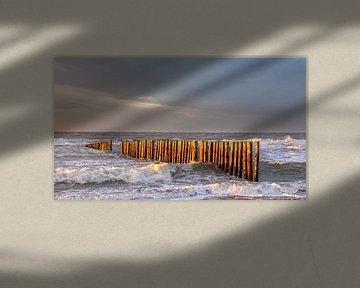 Wellenbrecher im letzten Sonnenlicht von Bram van Broekhoven