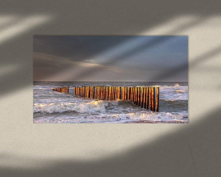 Sfeerimpressie: Golfbreker in het laatste zon licht van Bram van Broekhoven