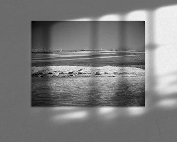 zwart wit aan zee