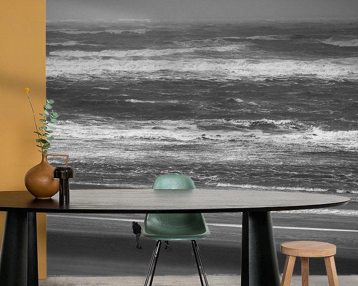 Beispiel fototapete: 2 Personen am Strand im Wind von Martijn Tilroe