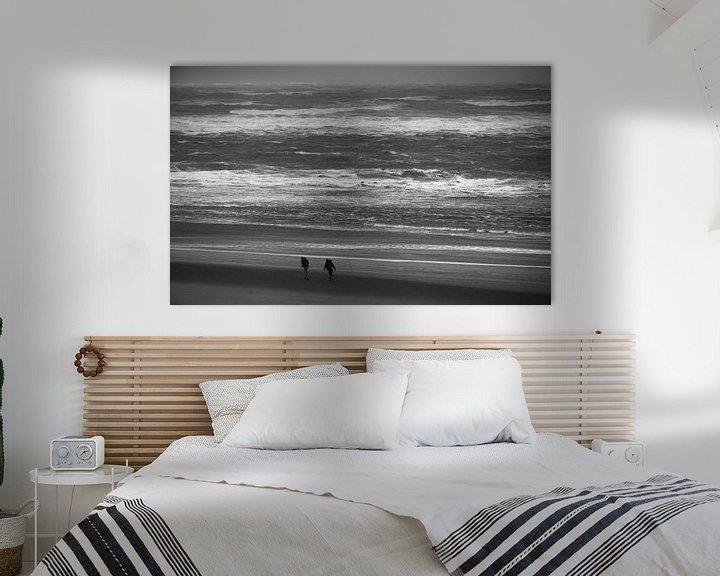 Beispiel: 2 Personen am Strand im Wind von Martijn Tilroe