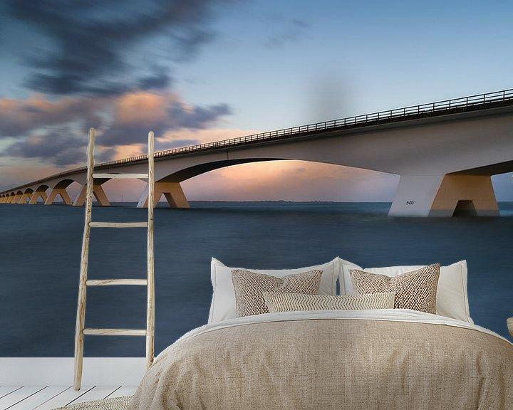 Sfeerimpressie behang: Zeelandbrug bij hoog water van Jan Jongejan