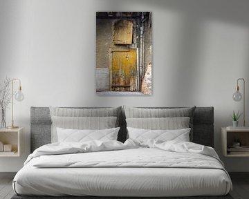 Alte gelbe, rustikale Tür und Fenster von Wil Wijnen