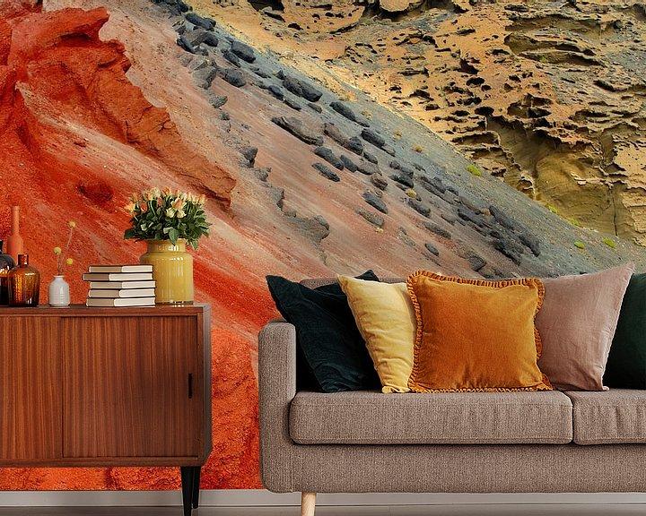 Sfeerimpressie behang: Vulkaanlandschap Lanzarote van Inge Hogenbijl
