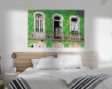 Haus mit Azulejos in der Altstadt von Lagos von Werner Dieterich