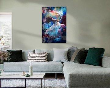 """""""Onderwaterwereld"""" - vrouw met lange witte jurk onder water samen met kwallen van The Art Kroep"""