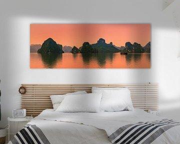 Panorama Zonsopkomst  Ha Longbaai, Vietnam van Henk Meijer Photography