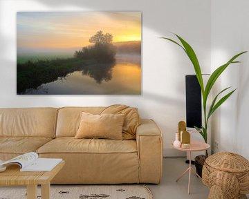 Kleurrijke zonsopgang met mist van Bernhard Kaiser