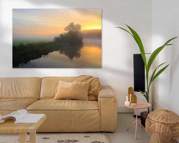 Sfeerimpressie: Kleurrijke zonsopgang met mist van Bernhard Kaiser