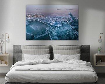 Kruiend ijs Baikalmeer van Peter Poppe