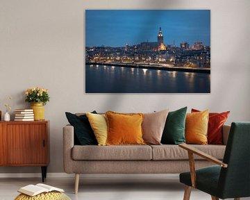 Aanzicht Nijmegen in de avond van Youri Zwart