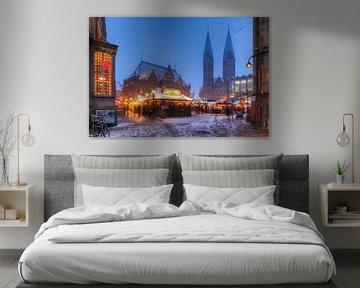 Oud stadhuis met St. Petri-kathedraal en kerstmarkt op het marktplein in Abendd�mmerung, Bremen, Dui van Torsten Krüger