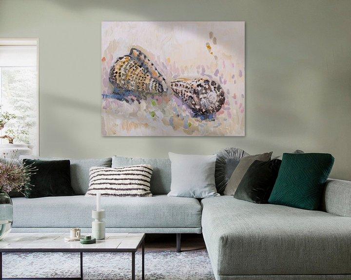 Sfeerimpressie: Stilleven met schelpen 2 (Conus) van Tanja Koelemij